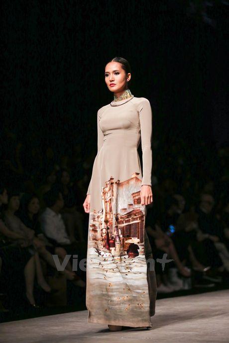 Den Fashion Week 2016 ngam ao dai cua nha thiet ke Dinh Van Tho - Anh 12
