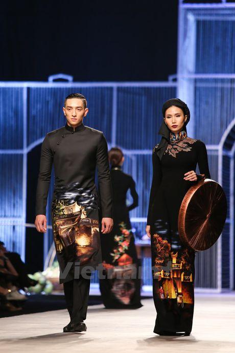 Den Fashion Week 2016 ngam ao dai cua nha thiet ke Dinh Van Tho - Anh 13