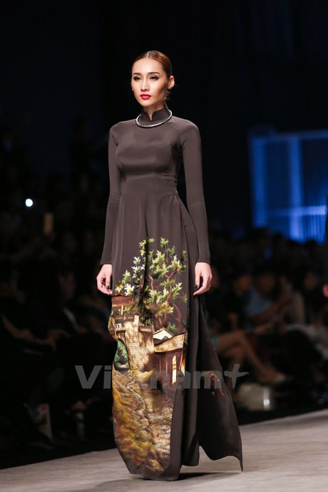 Den Fashion Week 2016 ngam ao dai cua nha thiet ke Dinh Van Tho - Anh 14