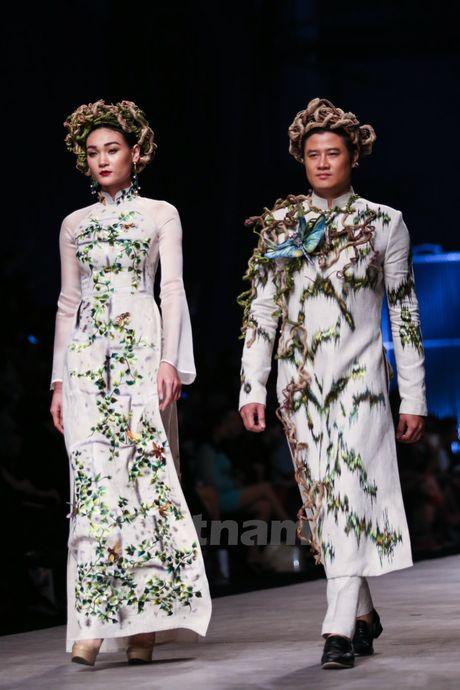 Den Fashion Week 2016 ngam ao dai cua nha thiet ke Dinh Van Tho - Anh 15