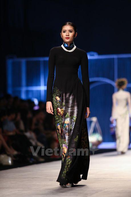 Den Fashion Week 2016 ngam ao dai cua nha thiet ke Dinh Van Tho - Anh 16