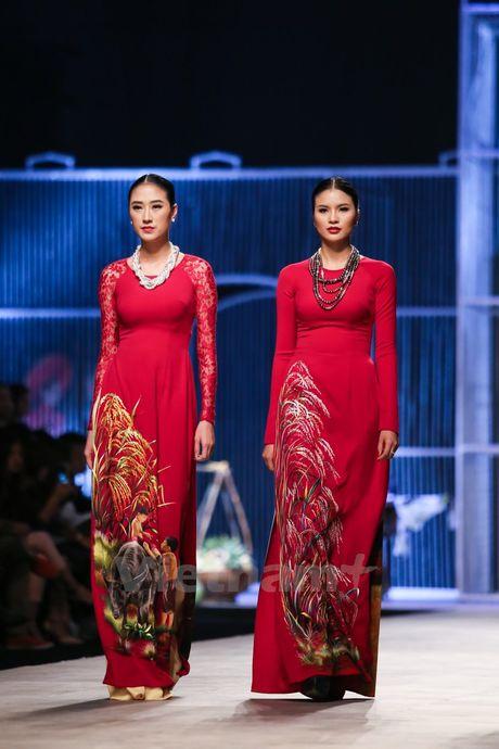 Den Fashion Week 2016 ngam ao dai cua nha thiet ke Dinh Van Tho - Anh 17