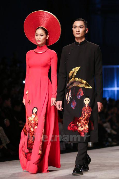 Den Fashion Week 2016 ngam ao dai cua nha thiet ke Dinh Van Tho - Anh 18