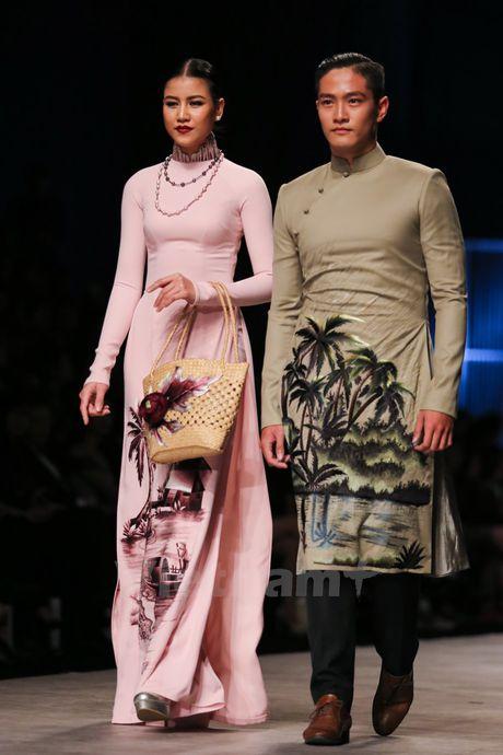 Den Fashion Week 2016 ngam ao dai cua nha thiet ke Dinh Van Tho - Anh 20