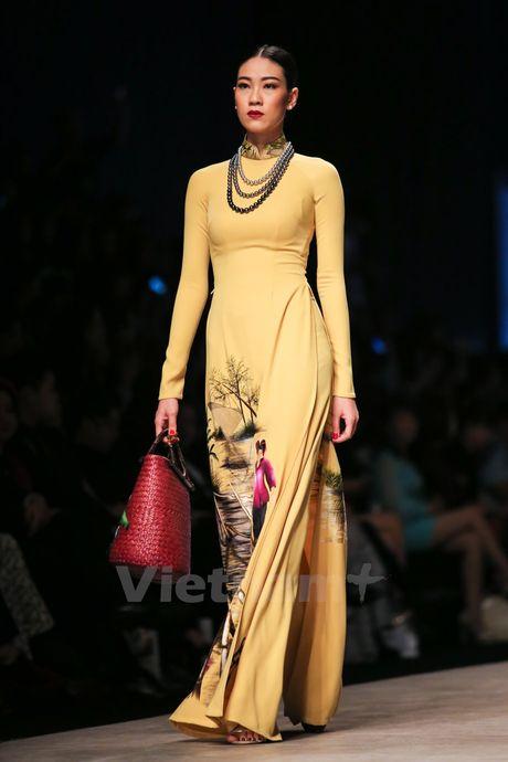 Den Fashion Week 2016 ngam ao dai cua nha thiet ke Dinh Van Tho - Anh 21