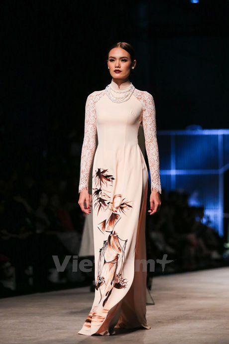 Den Fashion Week 2016 ngam ao dai cua nha thiet ke Dinh Van Tho - Anh 23