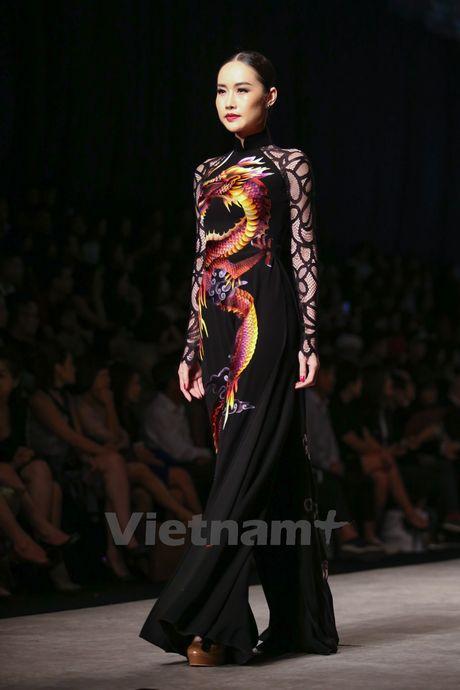Den Fashion Week 2016 ngam ao dai cua nha thiet ke Dinh Van Tho - Anh 24