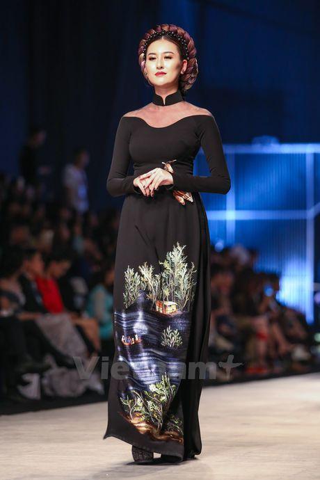 Den Fashion Week 2016 ngam ao dai cua nha thiet ke Dinh Van Tho - Anh 25