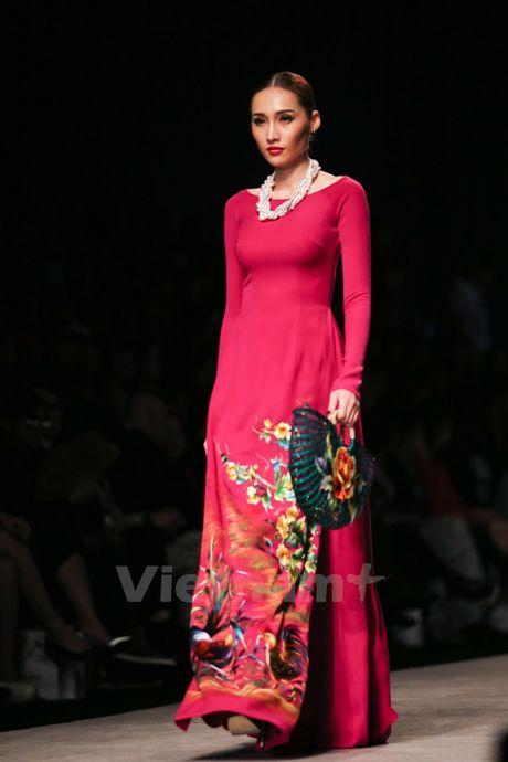 Den Fashion Week 2016 ngam ao dai cua nha thiet ke Dinh Van Tho - Anh 30