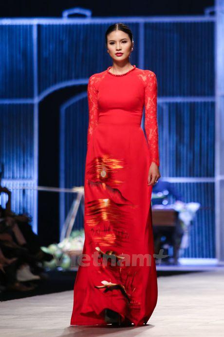 Den Fashion Week 2016 ngam ao dai cua nha thiet ke Dinh Van Tho - Anh 31