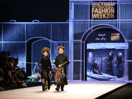 Den Fashion Week 2016 ngam ao dai cua nha thiet ke Dinh Van Tho - Anh 3