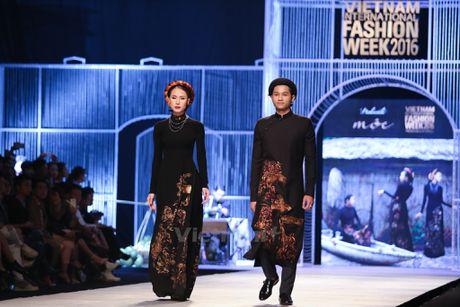 Den Fashion Week 2016 ngam ao dai cua nha thiet ke Dinh Van Tho - Anh 7