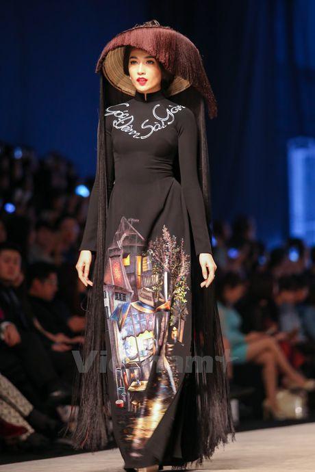 Den Fashion Week 2016 ngam ao dai cua nha thiet ke Dinh Van Tho - Anh 8