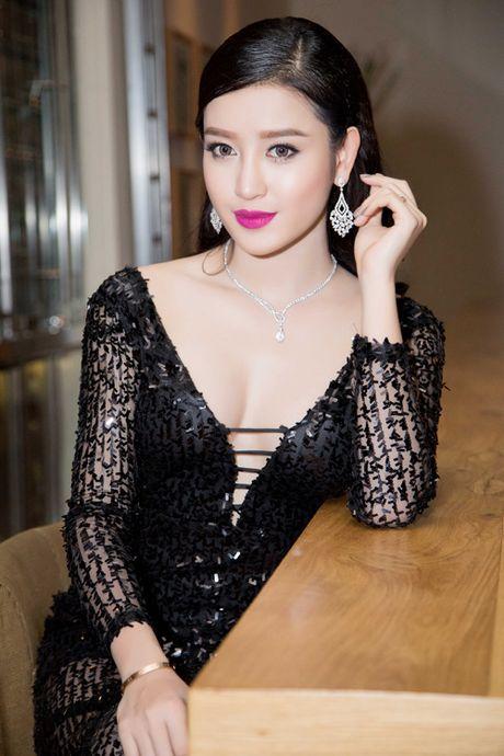 Nhung lan mac nong bong cuc do cua A hau Huyen My - Anh 10