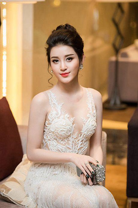Nhung lan mac nong bong cuc do cua A hau Huyen My - Anh 9
