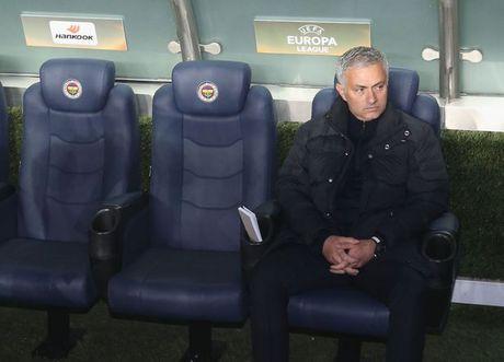 Mourinho lo ly do niu keo su nghiep o Anh la vi gia dinh? - Anh 1