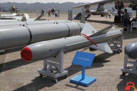 Giat minh kho vu khi may bay nem bom H-6K Trung Quoc - Anh 11