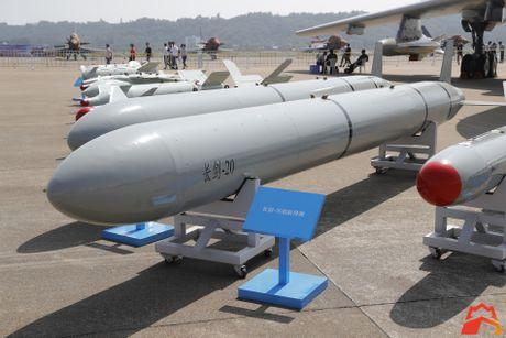 Giat minh kho vu khi may bay nem bom H-6K Trung Quoc - Anh 12