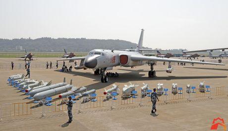Giat minh kho vu khi may bay nem bom H-6K Trung Quoc - Anh 1