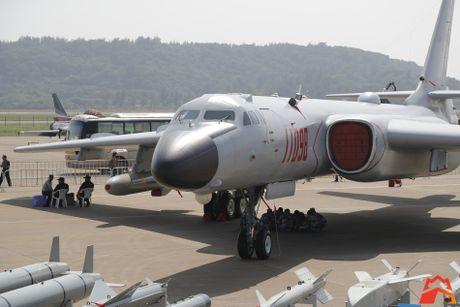 Giat minh kho vu khi may bay nem bom H-6K Trung Quoc - Anh 2