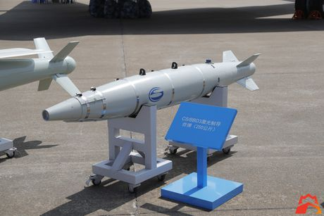 Giat minh kho vu khi may bay nem bom H-6K Trung Quoc - Anh 4
