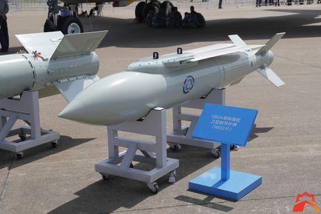 Giat minh kho vu khi may bay nem bom H-6K Trung Quoc - Anh 6