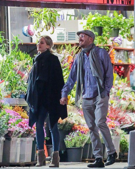 Jennifer Lawrence cong khai hon tinh gia giua pho - Anh 2