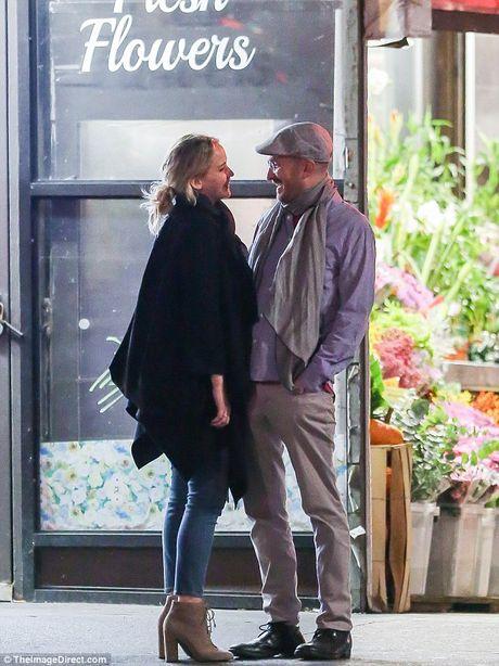Jennifer Lawrence cong khai hon tinh gia giua pho - Anh 3