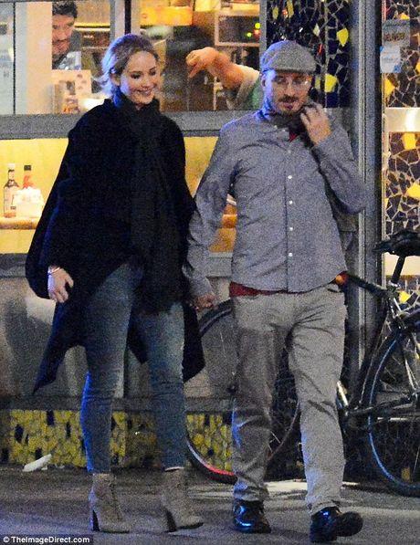 Jennifer Lawrence cong khai hon tinh gia giua pho - Anh 5