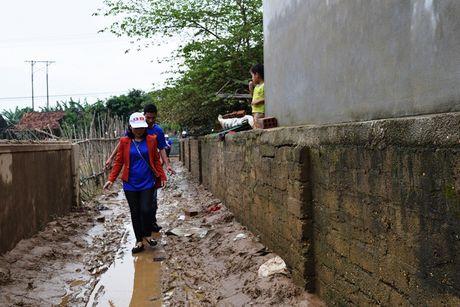 Tieu thuong Viet tai Luang Prabang va chua Phat Tich ung ho vung lu - Anh 2