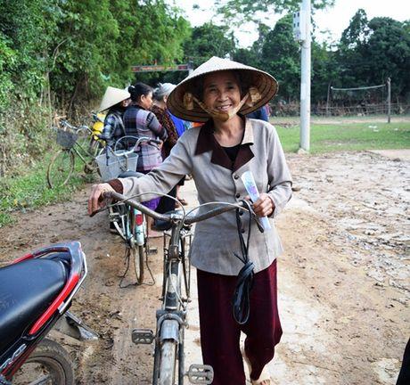 Tieu thuong Viet tai Luang Prabang va chua Phat Tich ung ho vung lu - Anh 4