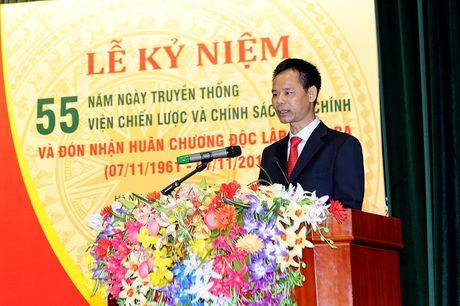 Vien Chien luoc va Chinh sach tai chinh don nhan Huan chuong Doc lap hang Ba - Anh 1
