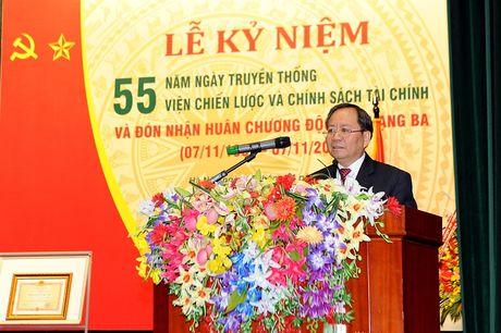 Vien Chien luoc va Chinh sach tai chinh don nhan Huan chuong Doc lap hang Ba - Anh 2