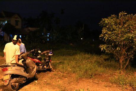 Nguoi dan ong hai rau chet bat thuong duoi rach nuoc - Anh 1
