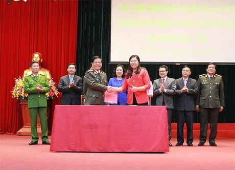 Cong an - Ban Dan van TP Ha Noi: Ky ket chuong trinh phoi hop - Anh 1