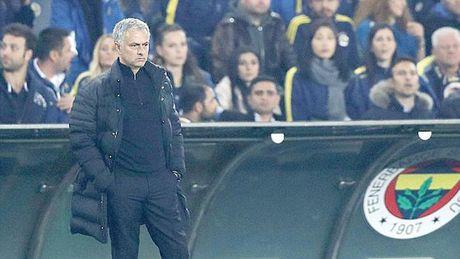 Jose Mourinho ngoi tren chao lua - Anh 1