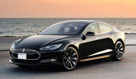Pin tren xe Tesla Model S no nhu phao hoa sau tai nan - Anh 1