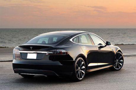 Pin tren xe Tesla Model S no nhu phao hoa sau tai nan - Anh 3