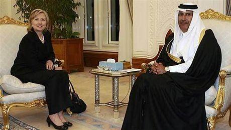 Quy Clinton bi mat nhan qua hang trieu USD cua Qatar - Anh 1