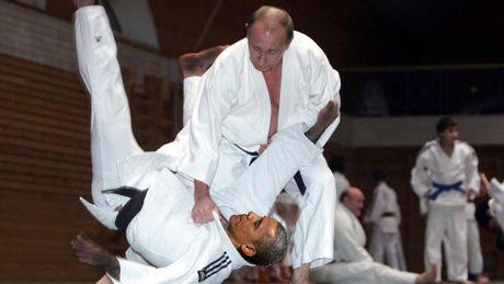 Cao thu Putin 'danh phu dau' voi don Judo dia chinh tri - Anh 1