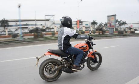 Ducati Scrambler Sixty2: Cong tu do thanh - Anh 4