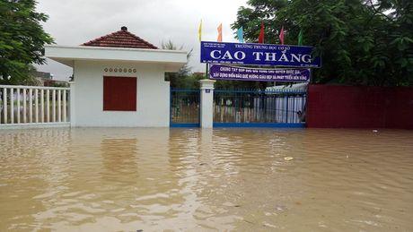 Lu lon nhat trong 5 nam qua, dan Nha Trang cheo thuyen tren pho - Anh 3