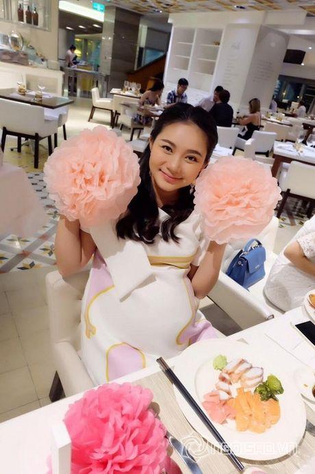 Phan Nhu Thao bi fan 'trach' vi vua sinh xong da lam dieu nay - Anh 1