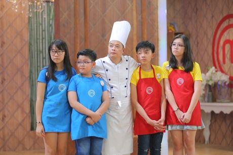 Vua dau bep nhi: Khong chi cac dau bep nhi, Chef Jack Lee va Alain Nguyen cung 'hoang loan' khi lam doi truong - Anh 5