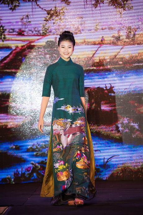 Dao Thi Ha cung dan nguoi dep HHVN 2016 hoi ngo trinh dien ao dai - Anh 2