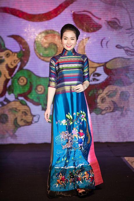 Dao Thi Ha cung dan nguoi dep HHVN 2016 hoi ngo trinh dien ao dai - Anh 4