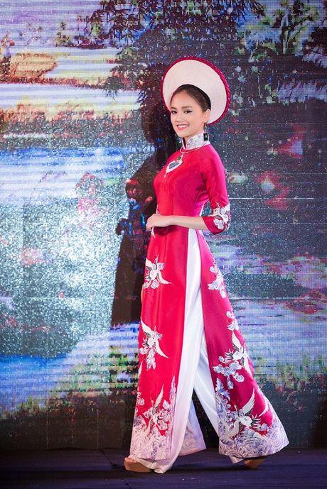 Dao Thi Ha cung dan nguoi dep HHVN 2016 hoi ngo trinh dien ao dai - Anh 6