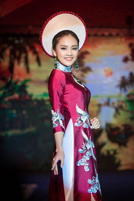 Dao Thi Ha cung dan nguoi dep HHVN 2016 hoi ngo trinh dien ao dai - Anh 8