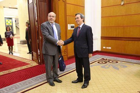 Truong Ban Kinh te Trung uong lam viec voi doan cong tac IMF - Anh 1