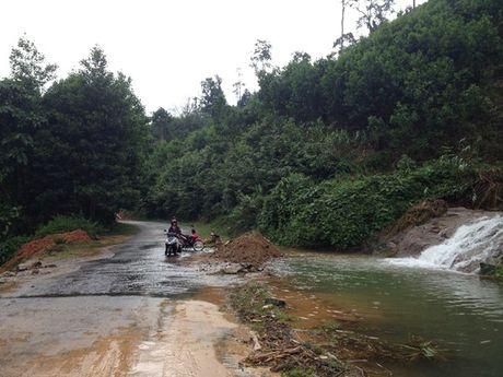 Quang Nam: Can canh huyen Nam Tra My bi co lap do mua lu - Anh 17